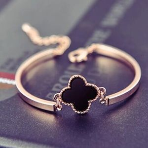 Jewelry - Gold clover charm bracelet